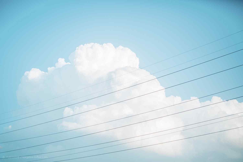 蓝色天空唯美高清桌面壁纸