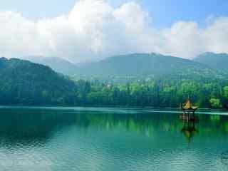 绿色护眼庐山如琴湖风景桌面壁纸