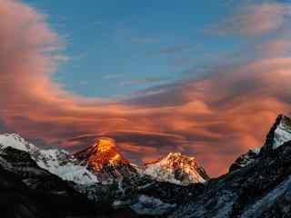 唯美的山峰与天空桌面壁纸