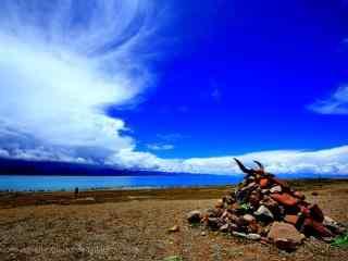 纳木错湖的晴朗天空护眼壁纸