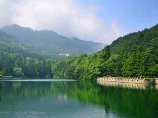 绿色护眼庐山湖泊桌面壁纸