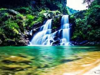 绿色护眼庐山山涧瀑布桌面壁纸