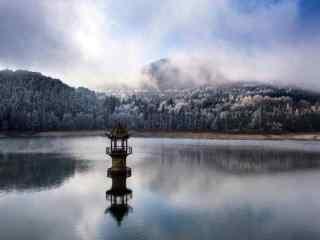 大雪中的庐山如琴湖桌面壁纸
