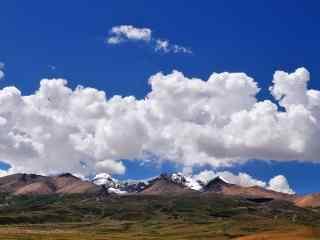 山峰上的唯美天空桌面壁纸