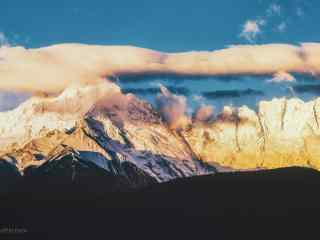 山谷与天空桌面壁纸