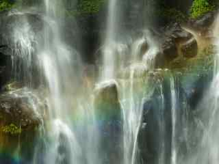 蜀南竹海山间的瀑布桌面壁纸
