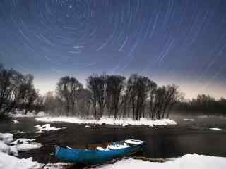 黑龙江河流上空的星轨桌面壁纸