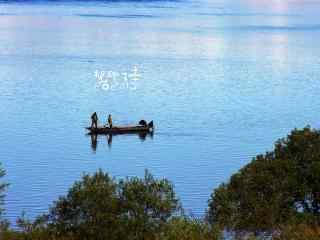小清新黑龙江河流上船只桌面壁纸