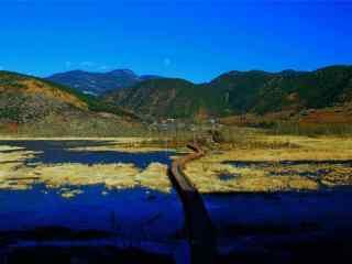 泸沽湖走婚桥蔚蓝色风景图片