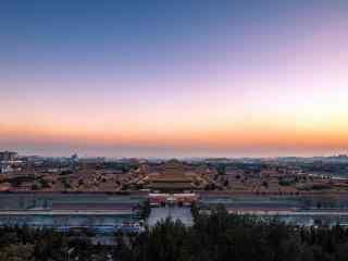 夕阳彩霞下的故宫全景桌面壁纸
