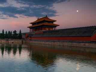 月亮升起在故宫上空桌面壁纸