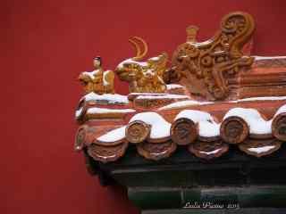 唯美故宫屋檐上的积雪桌面壁纸