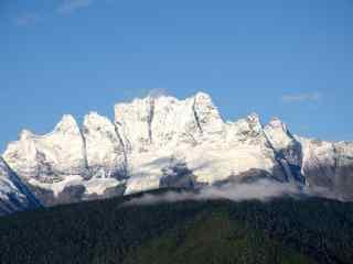 中国最美山峰之蓝天下的梅里雪山