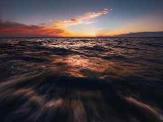 巢湖日落之澎湃的湖面风景