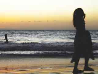 创意夏威夷海边人像摄影桌面壁纸