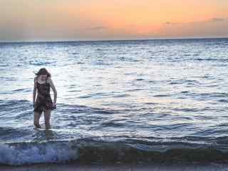 夏威夷沙滩与海浪风景桌面壁纸