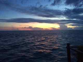 清晨阳光下的大海风景壁纸
