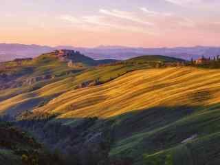 阳光下的山丘风景壁纸