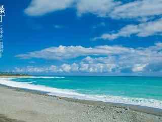 蔚蓝天空下的垦丁大海图片