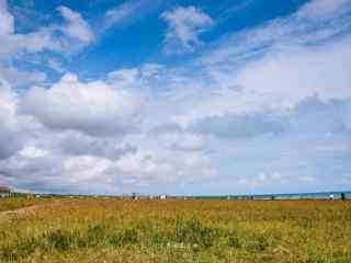 青海湖蔚蓝天空的风景壁纸