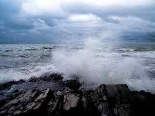 汹涌的青海湖风景