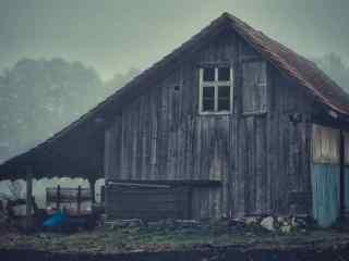 树林深处的小木屋风景壁纸