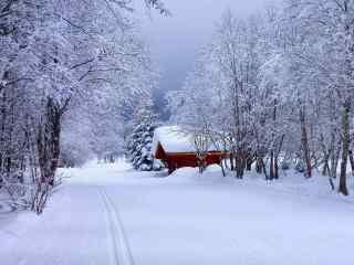 唯美雪景中小木屋风景壁纸
