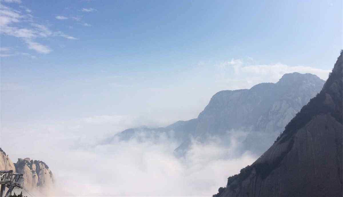 华山清晨云雾缭绕风景壁纸