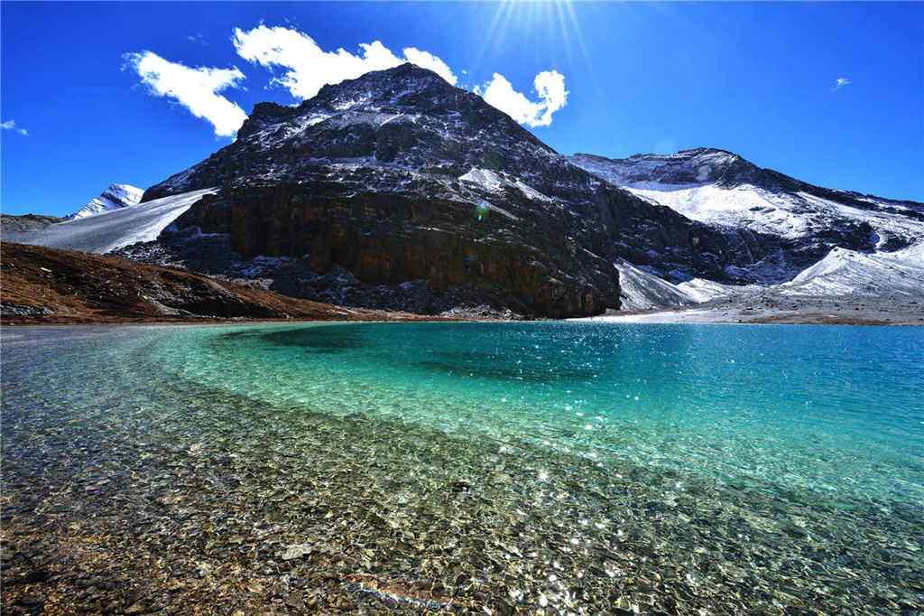 稻城亚丁纯净的湖水风景壁纸