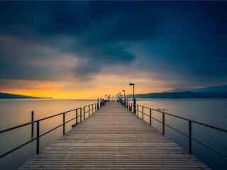 晚霞之下的码头唯美风景