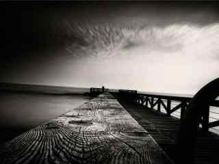 黑白码头风景桌面壁纸