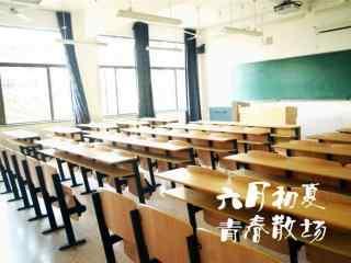 开学季之不负时光教室桌面壁纸