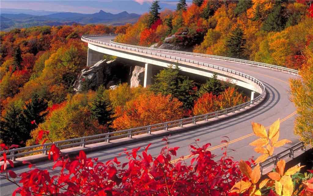 深秋公路风景桌面壁纸