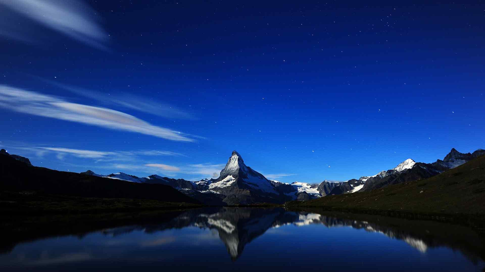 马特宏峰小湖畔山水倒影星空风景桌面壁纸