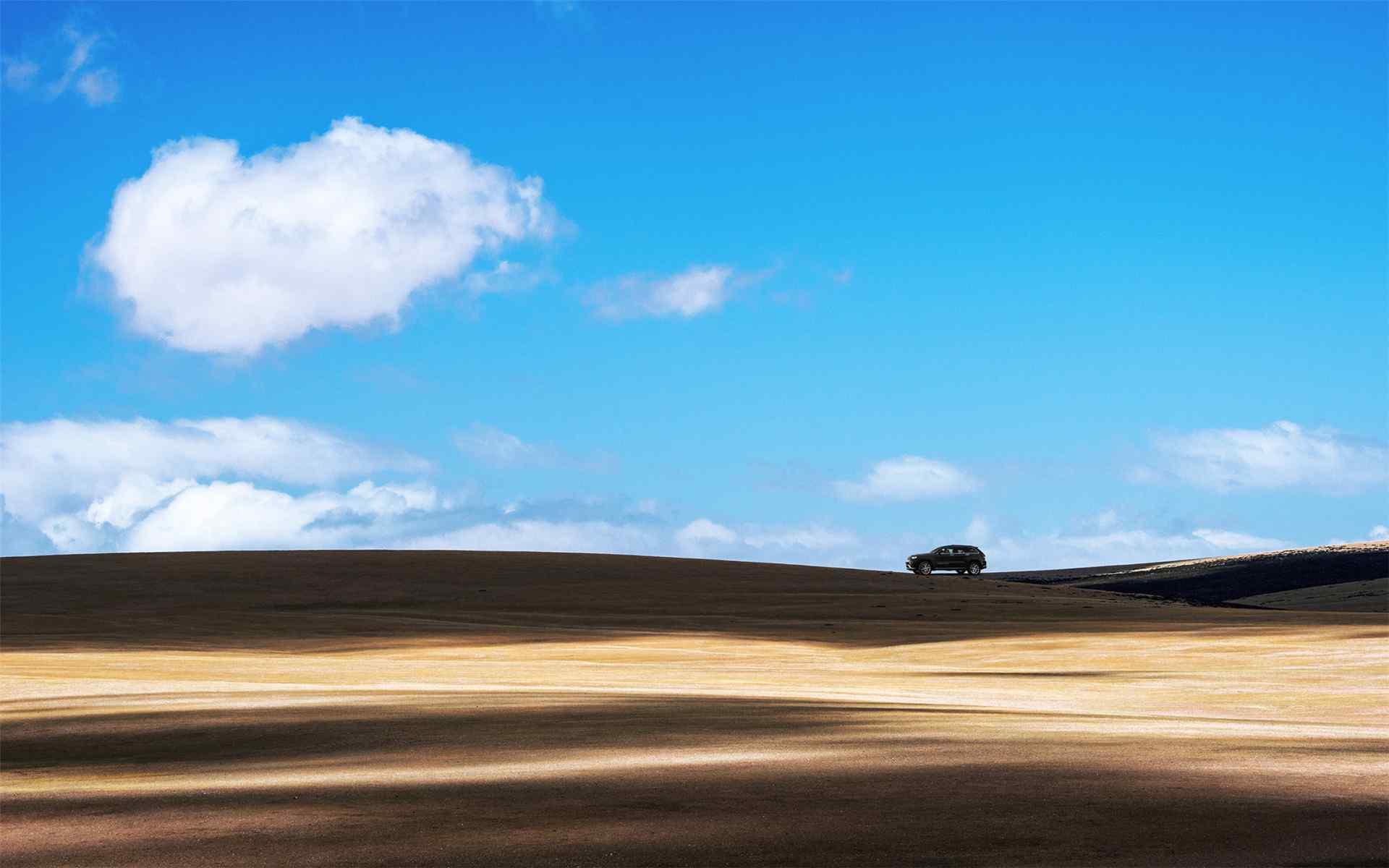 蓝天白云沙漠旅行桌面壁纸