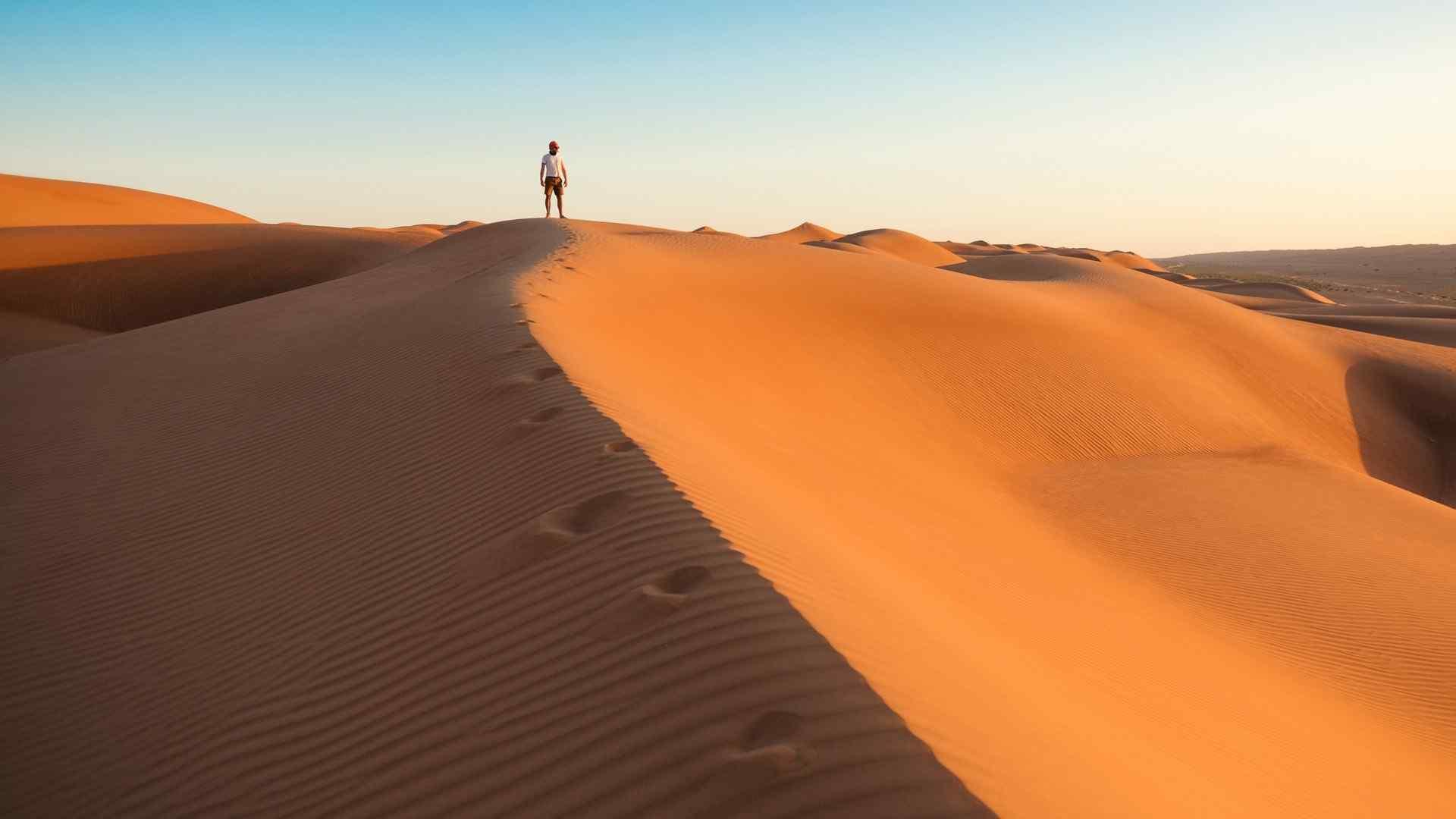 苍茫荒凉沙漠高清桌面壁纸