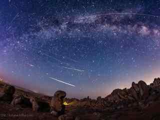 内蒙古的巴彦淖尔英仙座流星桌面壁纸
