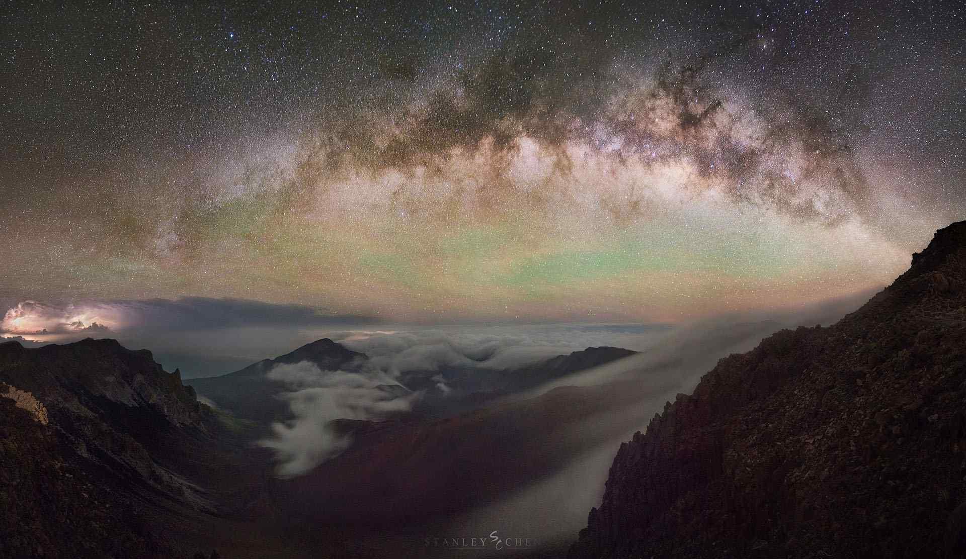 美丽的夏威夷星空桌面壁纸