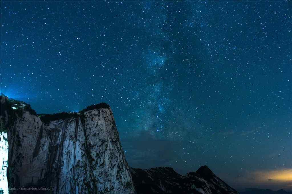 璀璨的华山星空风景壁纸