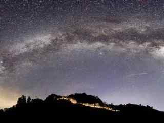 好看的银河桌面壁