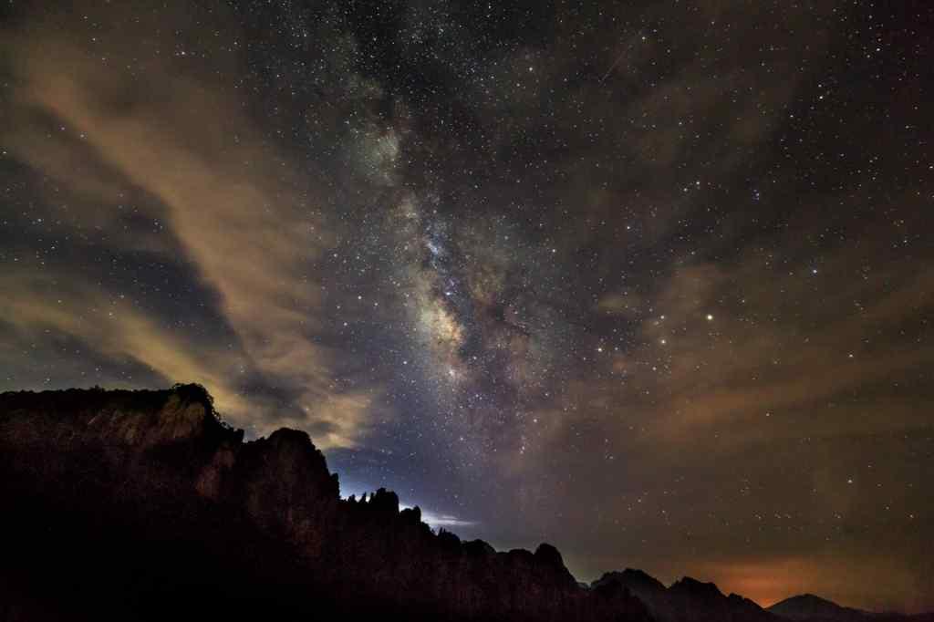唯美的星空风景图片壁纸