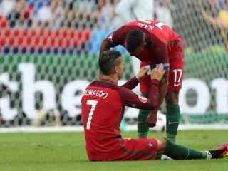 2016欧洲杯C罗受伤壁纸