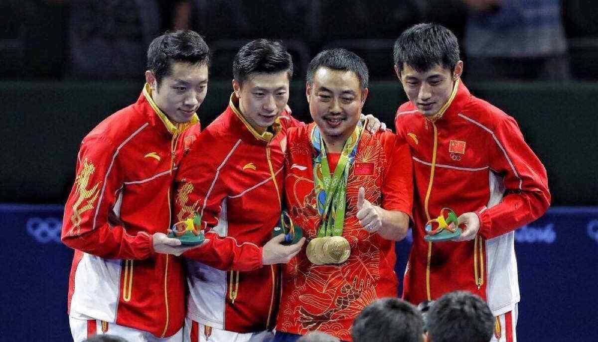 刘国梁与众冠军合影壁纸