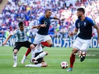 2018世界杯法国队对阵阿根廷比赛图片
