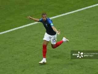 法国队姆巴佩庆祝